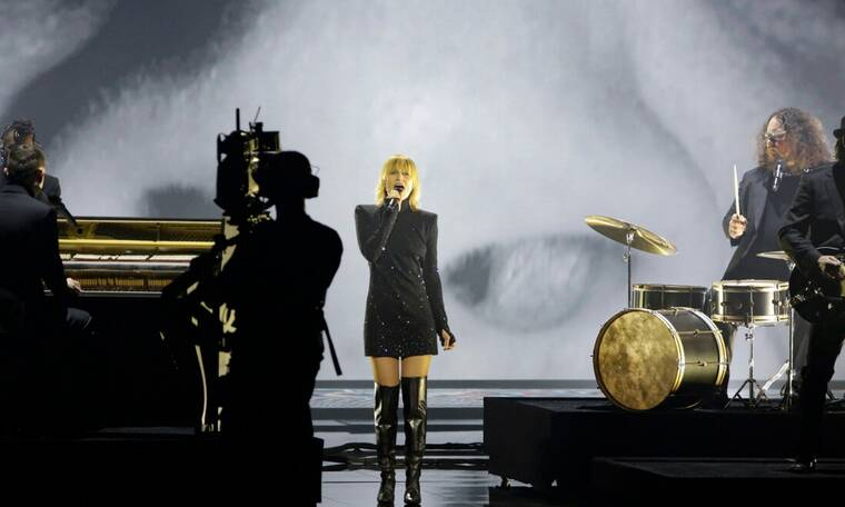 "Eurovision 2021 Τελικός: Βέλγιο: Με ροκ διάθεση οι Hooverphonic ερμήνευσαν ""The Wrong Place"""
