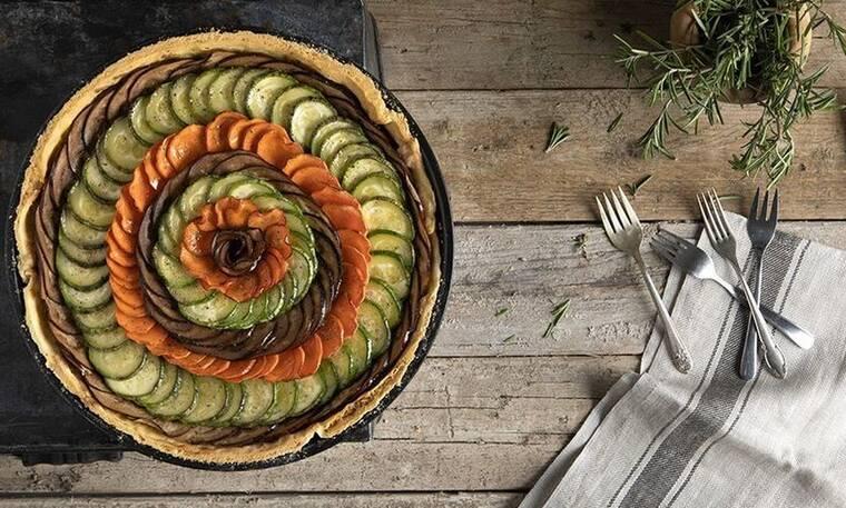 Φτιάξτε τάρτα λαχανικών όπως ο Άκης Πετρετζίκης
