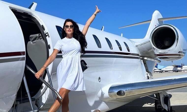 Tι συμβαίνει στη ζωή της Ιωάννας Μπέλλα; Οι νέες πόζες σε ιδιωτικό lear jet! Είναι του πρώην της;