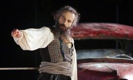 Αρης Σερβετάλης: Από Αγιος Νεκτράριος μεταμορφώνεται σε «Ορέστης»