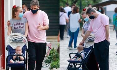Μπουρδούμης: Ένας υπέροχος μπαμπάς και σύζυγος! Τα χάδια στο παιδί του και η αγκαλιά στη Δροσάκη