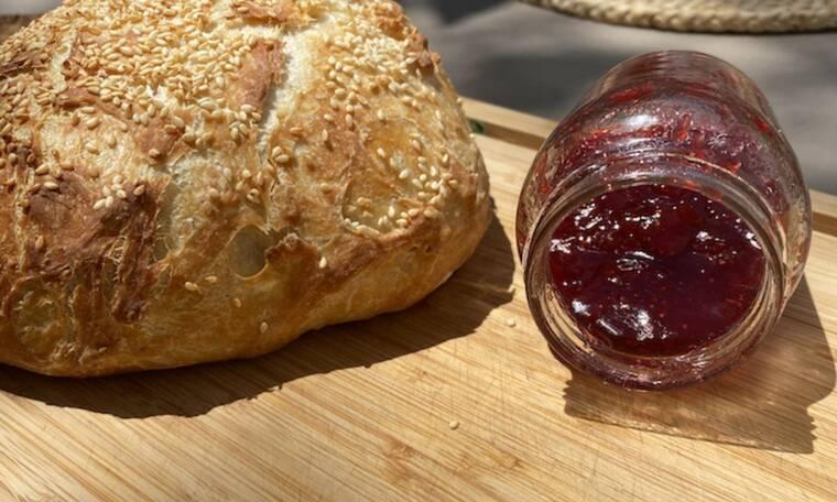 Σπιτική συνταγή για μαρμελάδα φράουλα με κάρδαμο και λεμόνι (Από τη Majenco για το Queen.gr)