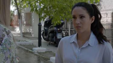 Ήλιος: Η Ελένη, τρομοκρατημένη πια, θέλει να φύγει από την πόλη, κρύβοντας τον πραγματικό λόγο