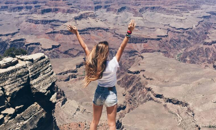 Οι φίλοι σου σε λένε κοντή; Δες 10 Instagram captions για τις φωτογραφίες σου