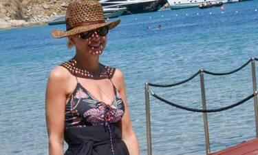 Η Μπεκατώρου «έσκασε» στη Μύκονο με το απόλυτο beach look! (Photos)