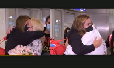 Συγκίνηση για τη Μαρία Σάκκαρη – Τα πρώτα πλάνα από το αεροδρόμιο