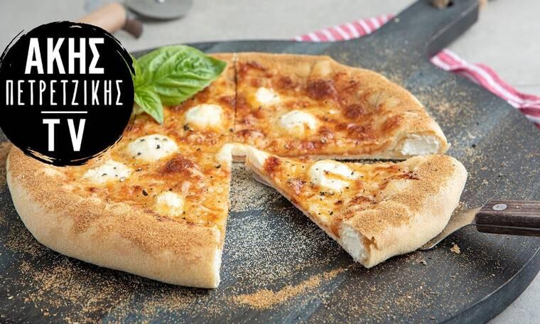 Πίτσα με γεμιστή κρούστα από τον Άκη Πετρετζίκη
