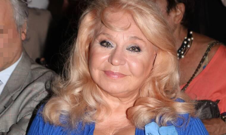 Τιτίκα Στασινοπούλου: «Μου έπεσαν τα μαλλιά από τις χημειοθεραπείες αλλά δεν φοβήθηκα τον καρκίνο»