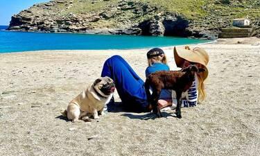 Ελένη Μενεγάκη: Αυτό είναι το άλμπουμ της ζωής της στα Άχλα της Άνδρου