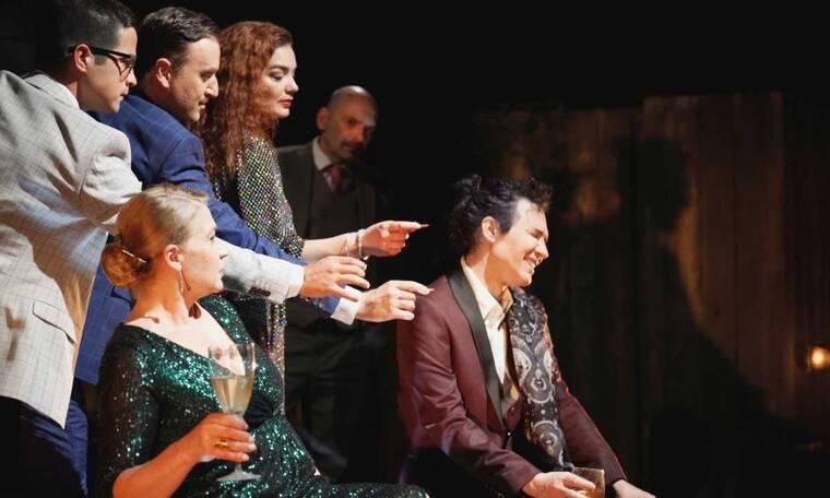 Το αριστουργηματικό ψυχολογικό θρίλερ του Πάτρικ Χάμιλτον «Θηλιά» στο Θέατρο Αθηνά