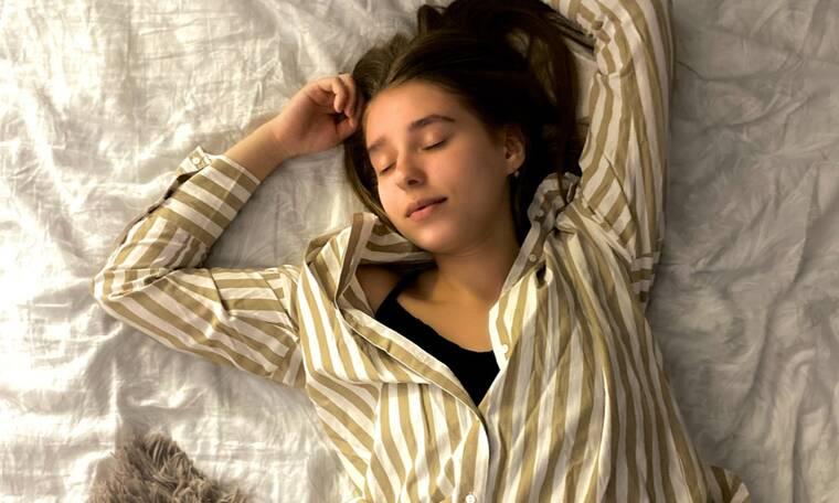 5 απλά tips που θα σε βοηθήσουν να κοιμηθείς καλύτερα