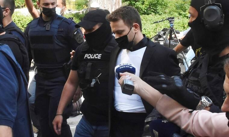 Έγκλημα στα Γλυκά Νερά: Με αλεξίσφαιρο γιλέκο έφτασε στην Ευελπίδων ο δολοφόνος της Καρολάιν