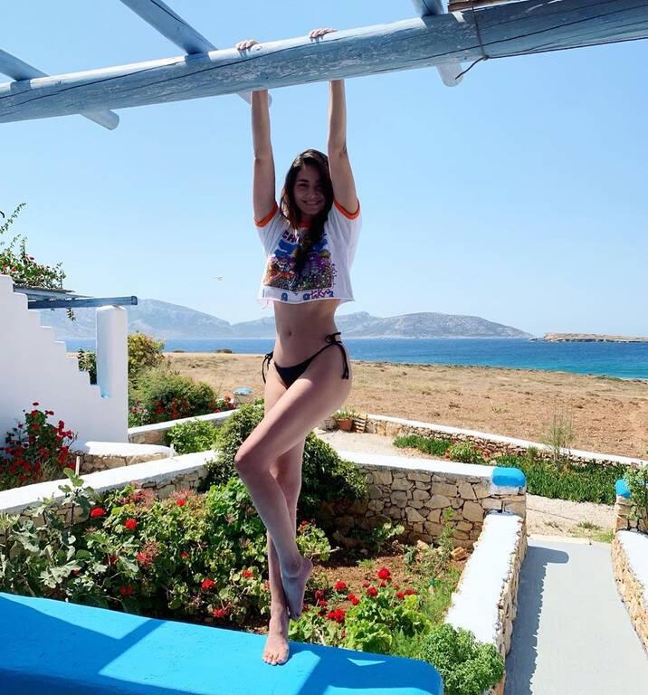 H Ηλιάνα Παπαγεωργίου ποζάρει topless στα Κουφονήσια και… ρίχνει το Instagram!