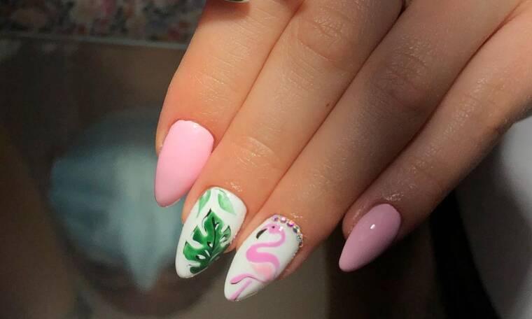 10 nail art με φλαμίνγκο που θα σε βάλουν σε mood διακοπών