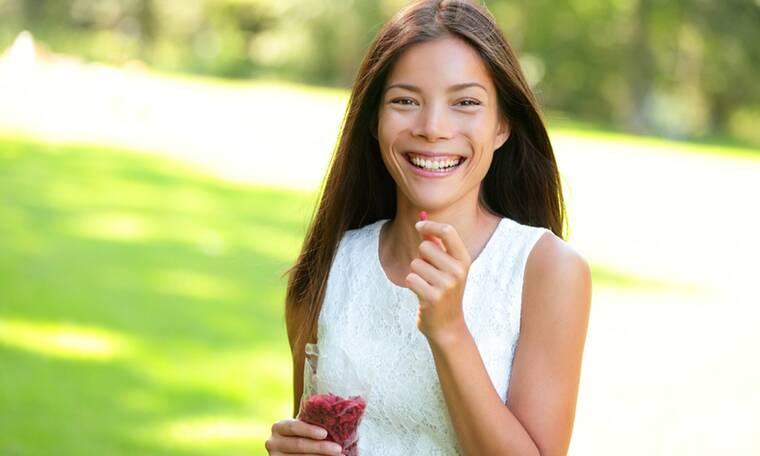 Οι top καλοκαιρινές τροφές για τις γυναίκες (εικόνες)