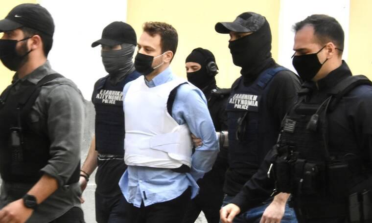 Έγκλημα στα Γλυκά Νερά: Προφυλακιστέος ο πιλότος - δολοφόνος της Καρολάιν - Κύμα οργής στο Twitter