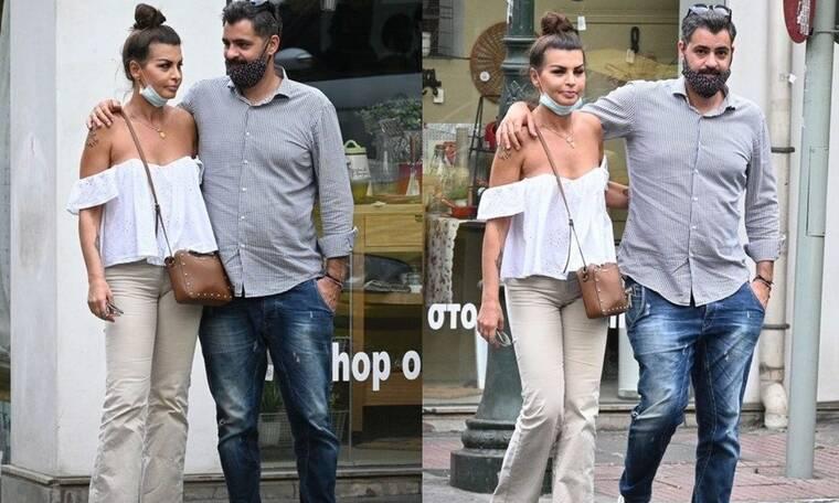Νίνα Λοτσάρη: Κοιτάζει τον σύντροφό της και... λιώνει! Βόλτα στο Κολωνάκι για το ζευγάρι