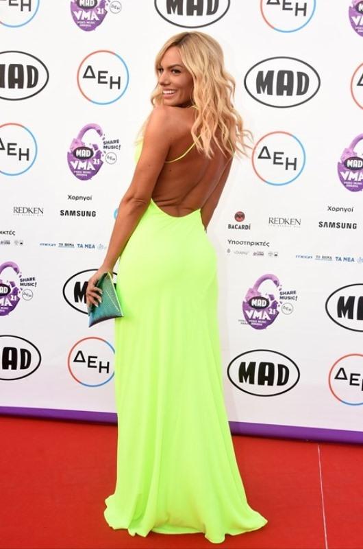 MAD VMA 2021: Η Ιωάννα Μαλέσκου βράβευσε τον Κωνσταντίνο Αργυρό μετά τις φήμες που τους ήθελαν ζευγάρι