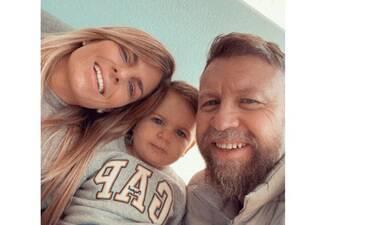 Γιάννης Βαρδής - Νατάσα Σκαφίδα: Βάφτισαν τον γιο τους - Δείτε βίντεο από τη δεξίωση!