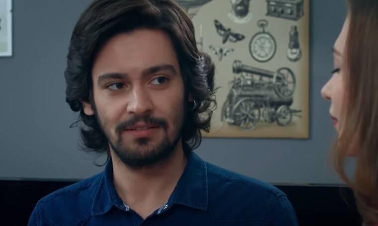 Elif: Η Σουρεγιά ξαφνιάζεται όταν βλέπει τον Κερέμ να έρχεται για να δούνε την ταινία με την Ελίφ
