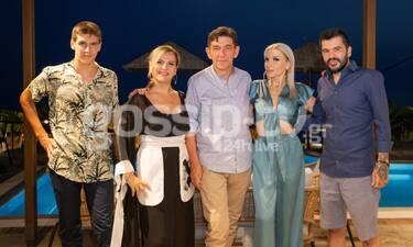 Μάλφα - Σκιαδαρέσης: Στην Άνδρο με τον γιο τους για τα γενέθλια της κουμπάρας τους Εύας Λεούση