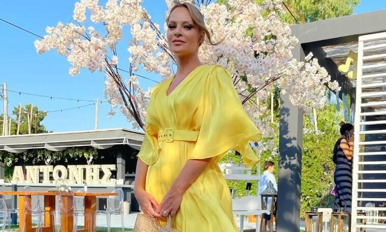 Γίνεσαι νονά; Η Υβόννη Μπόσνιακ φόρεσε το απόλυτο κίτρινο φόρεμα (photos)