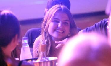 Δάφνη Μητσοτάκη: Η μικρή κόρη του Πρωθυπουργού γιόρτασε τα γενέθλιά της στη Βίσση στο θέατρο Άλσος!