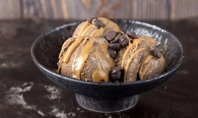 Σπιτικό παγωτό καφέ από τον Άκη Πετρετζίκη