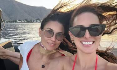 Demi Moore: Διακοπές στη Σαντορίνη με την κόρη της (Photos)