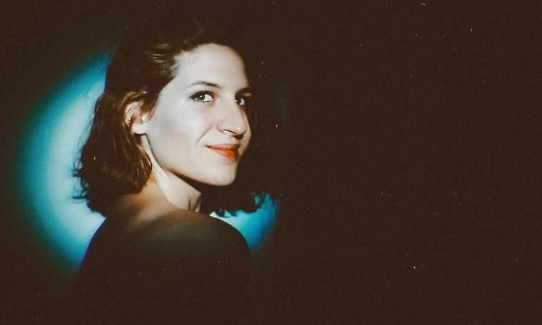 Όλγα Σκιαδαρέση: Ποζάρει ολόγυμνη και «ρίχνει» το Instagram