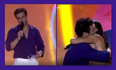 ΜAD VMA 21: Ο Ιακωβίδης παρέλαβε το βραβείο του από την… επώνυμη κουμπάρα του