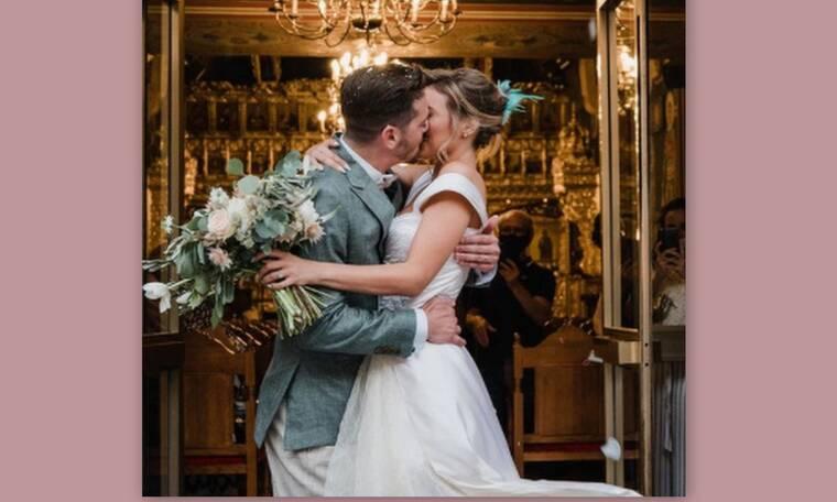 8 λέξεις: Πρωταγωνίστρια παντρεύτηκε φορώντας τις πιο εναλλακτικές γόβες ever! Θα ξετρελαθείς