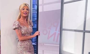 Φαίη Σκορδά: Όπως δεν την έχεις ξαναδεί! Με μαύρο σικ φόρεμα, χωρίς μακιγιάζ και τέλειο hair look