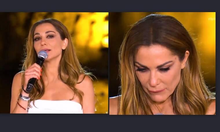 Δέσποινα Βανδή: Το στιγμιότυπο με βουρκωμένα μάτια και ο αναστεναγμός στο live της