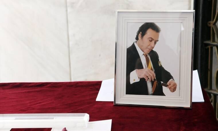 Τόλης Βοσκόπουλος: Θλίψη στο τελευταίο αντίο του «πρίγκιπα» του ελληνικού τραγουδιού