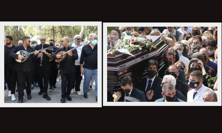 Κηδεία Βοσκόπουλου: Ανατριχιαστικές εικόνες - Τον «συνόδευσαν» με το τραγούδι Ανεπανάληπτος