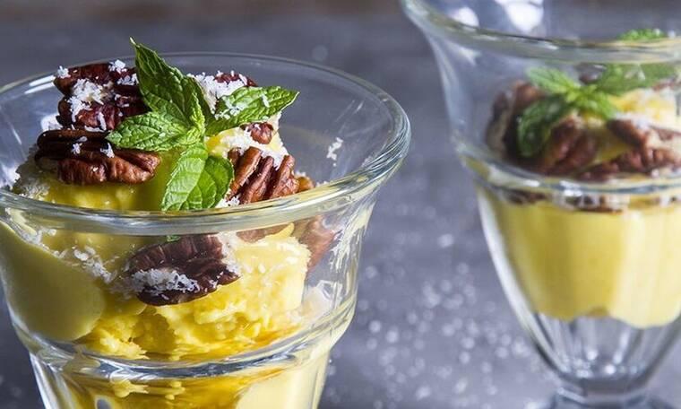 Το πιο εύκολο, γρήγορο και υγιεινό παγωτό μάνγκο από τον Άκη Πετρετζίκη