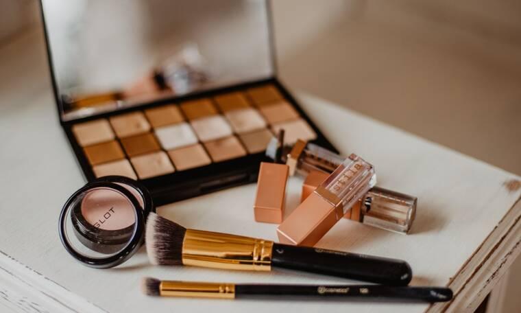 Ζέστη vs καλλυντικά: Πώς θα τα αποθηκεύσεις για να μην λιώσουν