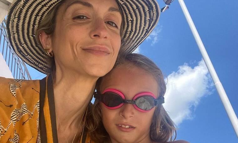 Άννα Βίσση: Ποζάρει με hot μαγιό με τη Σοφία Καρβέλα και τον εγγονό της