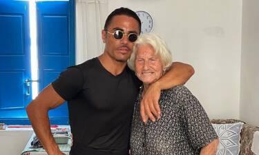Salt Bae: Viral το βίντεο του με 3,2 εκατομμύρια προβολές – Μαγείρεψε σε σπίτι γιαγιάς στη Μύκονο