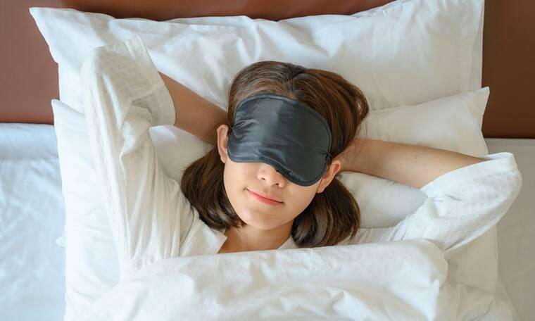 5 κόλπα για να καίτε λίπος ενώ κοιμάστε (video)