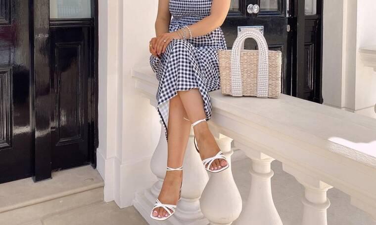 12 ζευγάρια λευκά σανδάλια που ταιριάζουν σε κάθε ντύσιμο