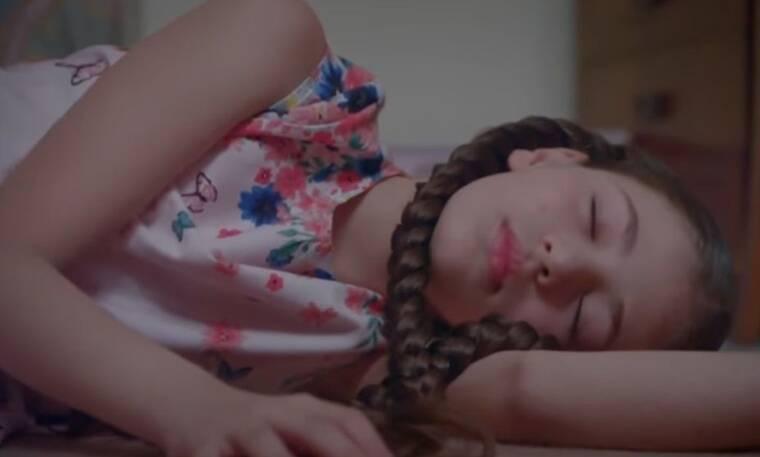 Elif: Η Ελίφ χτυπάει στο κεφάλι της ενώ κάνει δουλειές