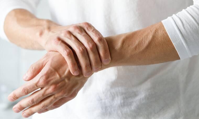 Ρευματοειδής αρθρίτιδα: 16 πρώιμα συμπτώματα που πιθανώς αγνοείτε (video)