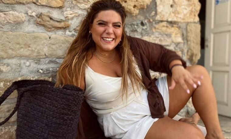 Η Δανάη Μπάρκα ποζάρει πιο ευτυχισμένη από ποτέ - O Ρουβάς την τράβηξε φωτογραφία