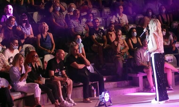 Άννα Βίσση: Συγκλονιστική στο Κηποθέατρο Παπάγου - Η Σοφία Καρβέλα στη συναυλία της μητέρας της