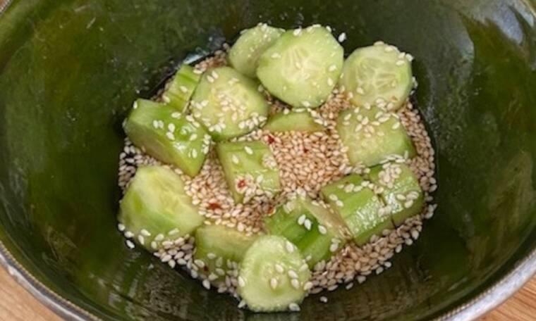 Η απόλυτη δροσερή σαλάτα για το καλοκαίρι είναι Ταϋλανδέζικη (Γράφει η Majenco)