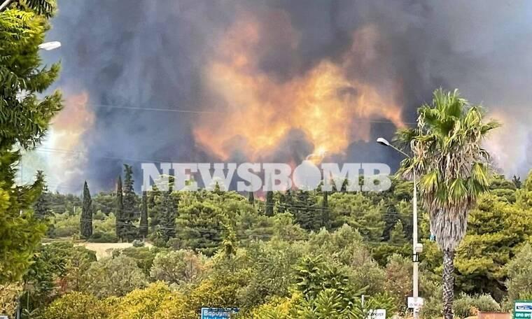 Φωτιά στη Βαρυμπόμπη: Δραματική η κατάσταση - Σύννεφο καπνού κάλυψε την Αττική