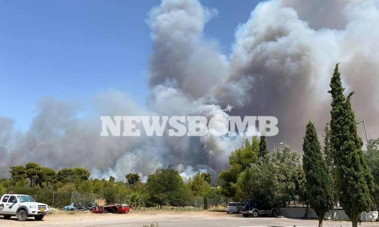 Φωτιά στη Βαρυμπόμπη: Ποιοι δρόμοι έχουν κλείσει