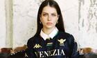 Η sexy Ελληνίδα που έκλεψε την παράσταση στην παρουσίαση της φανέλας της Βενέτσια